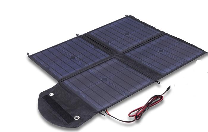 Solarmaren 100 watin aurinkopaneeli koostuu kahdeksasta osasta, jotka taittuvat sisäkkäin. Parhaan virrantuoton saa, kun paneelin asettaa kohtisuoraan aurinkoon.