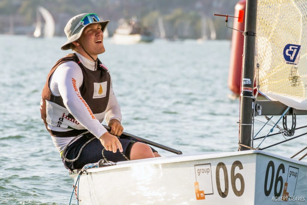 Espoon Pursiseuran 20-vuotias Finnjolla-lupaus Oskari Muhonen voitti alle 23-vuotiaiden maailmanmestaruuden Unkarin Balaton-järvellä.