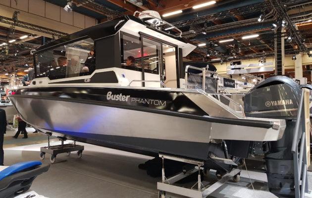 Vene 18 Båt: Ensiesittelyssä Buster Phantom Cabin